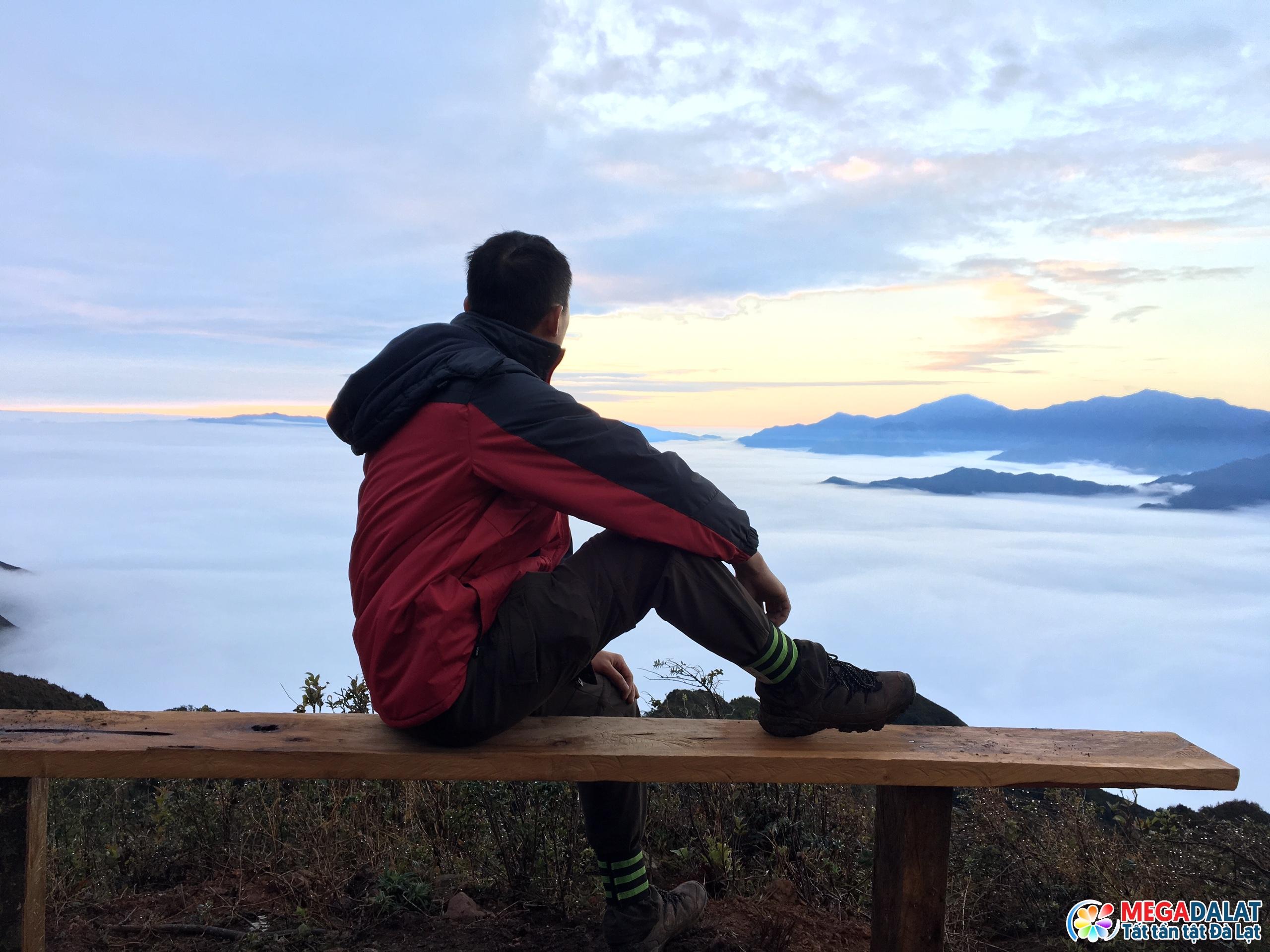 """"""" Xả hơi """" cùng áng mây bồng bềnh trên đỉnh Pinhatt"""